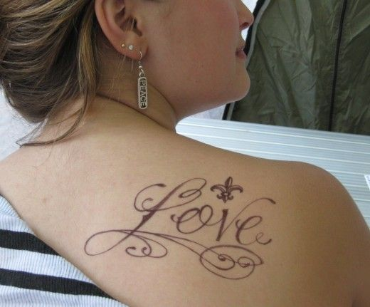 female shoulder tattoos - http://www.tattoos-box.com/2011/06/21/female-shoulder-tattoos-2/