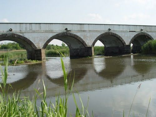 typical hungarian - Hortobágy, Hungary - The nine-hole bridge, symbol of Hortobágy / Kilenclyukú híd, Hortobágy szimbóluma