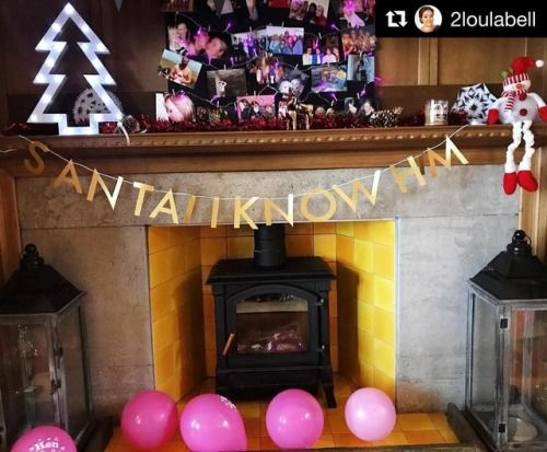 Thank you to our lovely customers for continuing to share pics of our decor at their celebrations! 🎉 One from a recent (excellently themed) Christmas hen party!🎄☃️❄️💗 SANTA! I KNOW HIM  #Repost @2loulabell (@get_repost) ・・・ 🎄🎄 Christmas in October