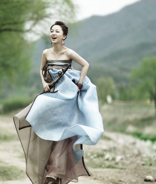 Refreshing!  A very pretty Korean wedding dress