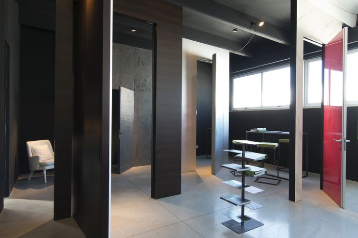 Linvisibile Alba Filo 10 Hinged door, metal finish.  Showroom Mat #invisibledoors #internaldoors #MAT #showroom #designdoors