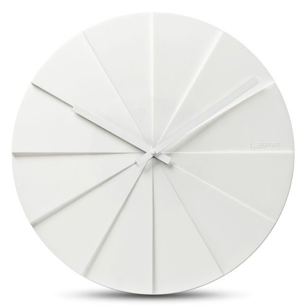 Minimalist white clock by by Erwin Termaat