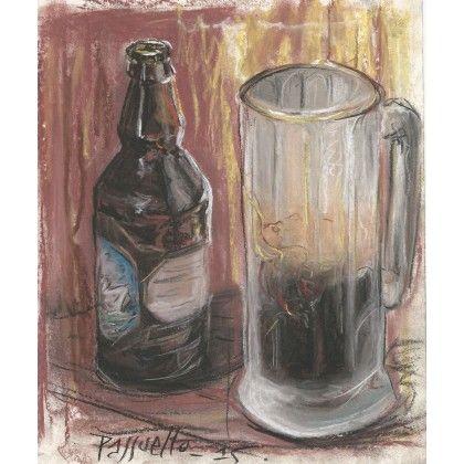 Imperial black IPA || Nature morte montrant à droite une bouteille d'Imperial black IPA portant le nom de -Raccoon- et produite par la microbrasserie québécoise -Le Naufrageur-. À gauche, un verre translucide en provenance de Prague dévoile la couleur sombre et la mousse dense de cette bière. #pastel #art