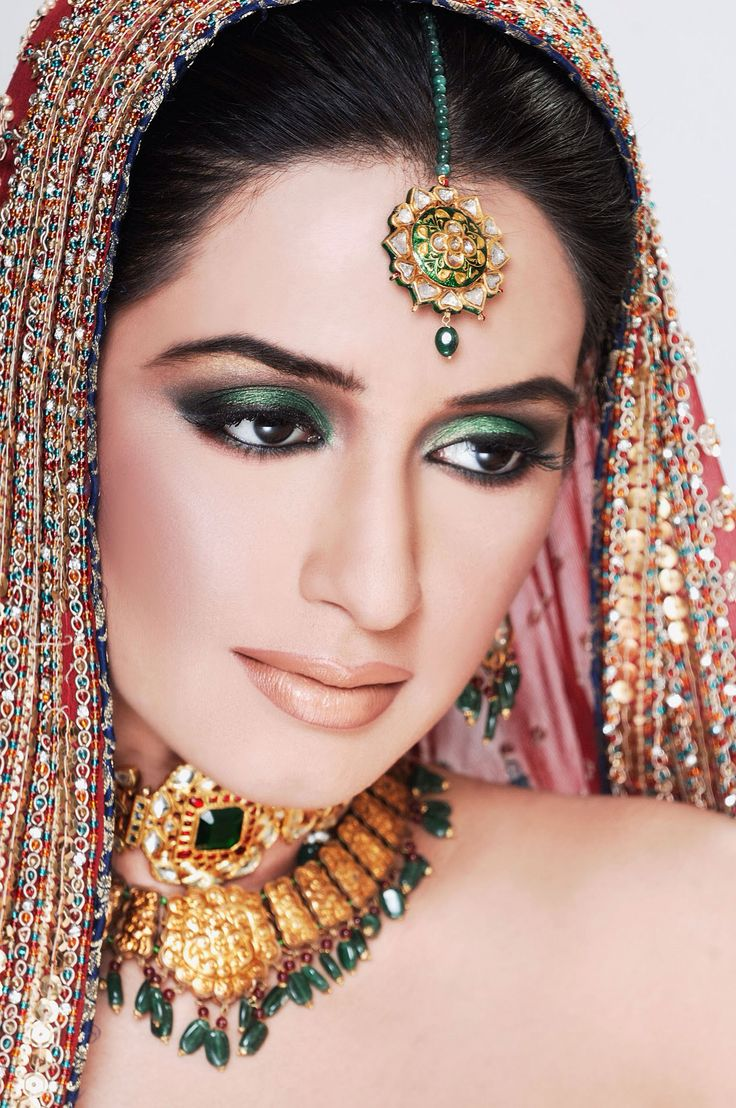 Ayyan ali bridal jeweller photo shoot design 2013 for women - Alluring Set In Kundan And 22 Kt Gold And Precious Stones