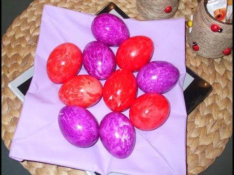 Ouă de Paște colorate cu hârtie creponată