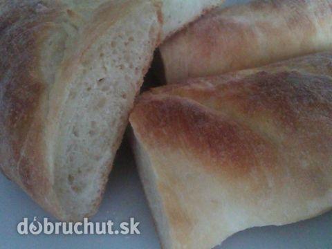 Fotorecept: Francúzsky chlieb -  Zo všetkých surovín vypracujeme kysnuté cesto, ktoré necháme na teplom mieste kysnúť. Podkysnuté cesto...