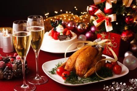 #kerstkipje #kerstmaaltijd #etentotjeontploft   Benodigdheden: Kip, kalkoen, carpaccio, groenten, ijs, servetten, servies, drank, kaarsen, tafelkleed, warmhoudborden.  Doel: sociaal leven, herinneringen ophalen.