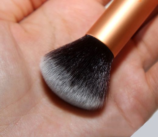 Real-Techniques-Core-Collection-Buffing-Brush-3_2