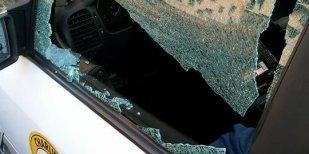 primocanale.it Sulle alture di Quarto, è stata presa d'assalto l'auto di un tassista parcheggiata sotto la sua abitazione. Un episodio che è stato prontamente denunciato alle forze dell'ordine dall...