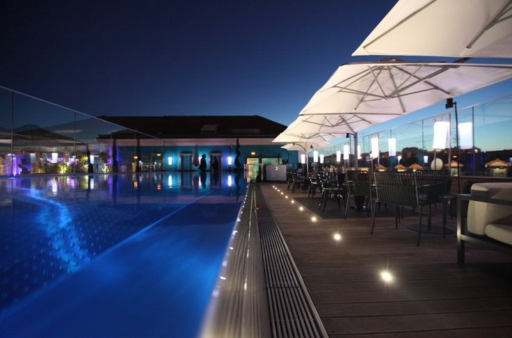 We round up a list of the top city centre hotels with infinity pools. Click to see more.