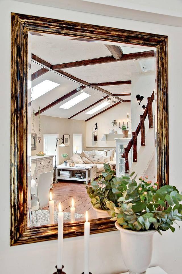 ozdobne lustro w aranżacji salonu