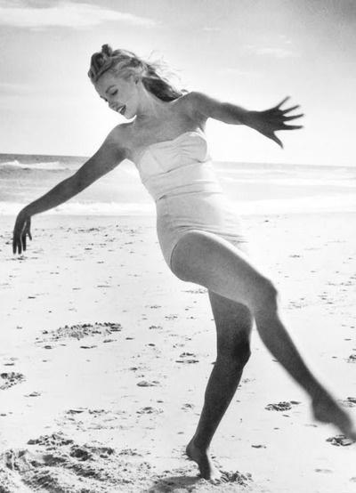 She looks so happy. Marilyn Monroe