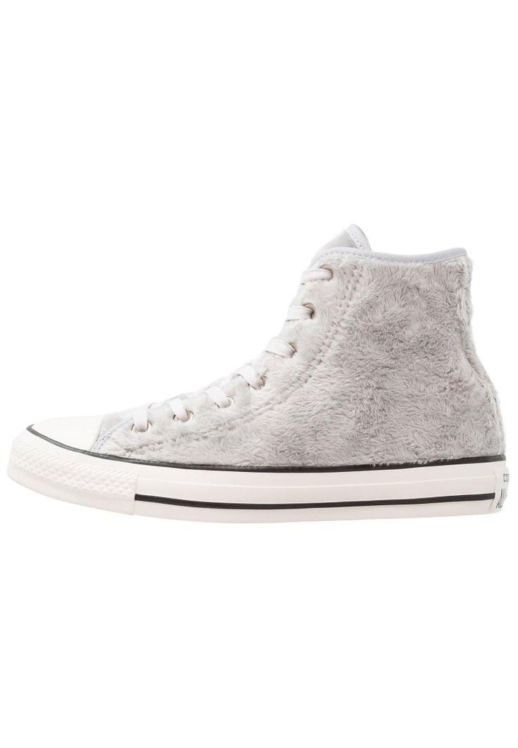 ¡Consigue este tipo de zapatillas altas de Converse ahora! Haz clic para ver los detalles. Envíos gratis a toda España. Converse CHUCK TAYLOR ALL STAR HI FAUX FUR Zapatillas altas wolf grey/black/white: Converse CHUCK TAYLOR ALL STAR HI FAUX FUR Zapatillas altas wolf grey/black/white Zapatos   | Material exterior: tela, Material interior: tela, Suela: fibra sintética, Plantilla: tela | Zapatos ¡Haz tu pedido   y disfruta de gastos de enví-o gratuitos! (zapatillas altas, alta, bota, zapa...