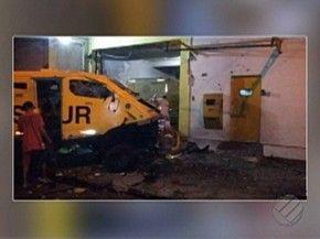 Assaltantes explodiram sede da prosegur e levaram dinheiro da empresa. marabá pará (Foto: Reprodução/TV Liberal)