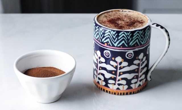 طريقة عمل القهوة بحليب اللوز والهيل لعشاق القهوة إليكم طريقة جديدة لعمل القهوة مكوناتها من حليب اللوز كما يمكنك استخدام حل Almond Milk Latte Almond Milk Latte