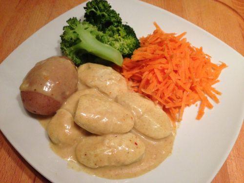 Middagstips: Fiskeboller m/currysaus, revene gulrøtter, kokt brokkoli og poteter (Rusa på livet!!!)