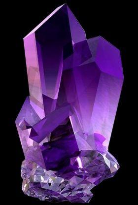 """A ametista (SiO2) é uma variedade violeta ou púrpura do quartzo, muito usada como ornamento. Diz-se que a origem de seu nome é do grego a, """"não"""" e methuskein, """"intoxicar"""", de acordo com a antiga crença de que esta pedra protegia seu dono da embriaguez. Entretanto, de acordo com o Rev. C. W. King, a palavra provavelmente é uma corruptela de um nome oriental da pedra."""