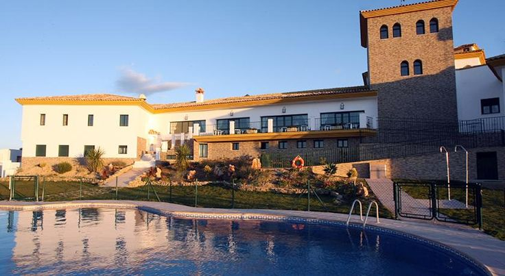 Hotel Mi Refugio Cuevas de San Marcos Set in the countryside and surrounded by gardens, this hotel is located in Cuevas de San Marcos, 50 minutes' drive from Málaga. It offers an outdoor pool, an indoor pool and a spa area.