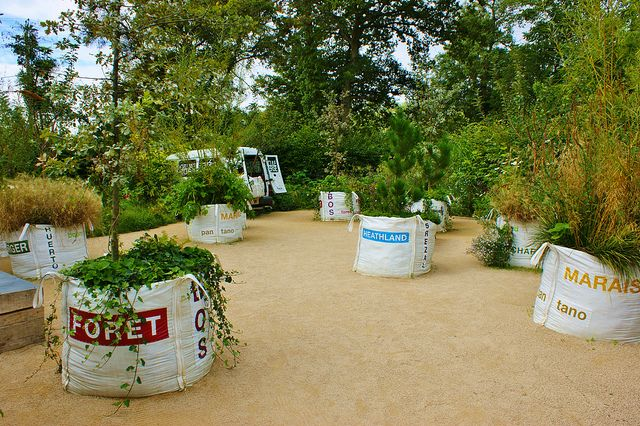 Contemporary Garden with trees in planting bags by KarlGercens.com GARDEN LECTURES, via Flickr