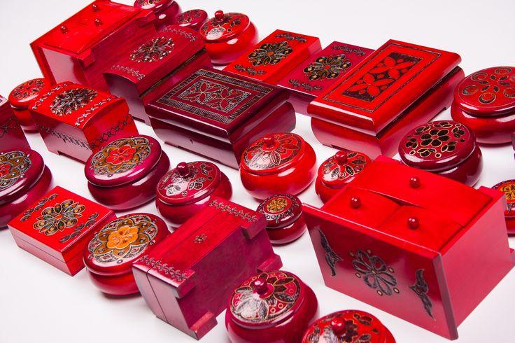 Skrzynie łowickie, szkatułki góralskie, komódki na biżuterię