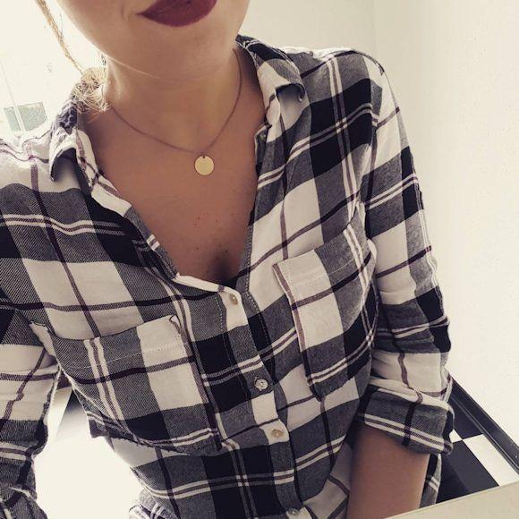 Une chemise à carreaux pour apporter une touche boyish à ses looks : http://www.taaora.fr/blog/post/chemise-carreaux-look-style-masculin-feminin