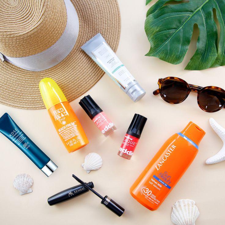 Let's go to the beach! Find our beach bag essentials here: https://www.flaconi.de/beach-bag-essentials/?som=pinterest.post.flaconi_beach_bag_essentials_170815.