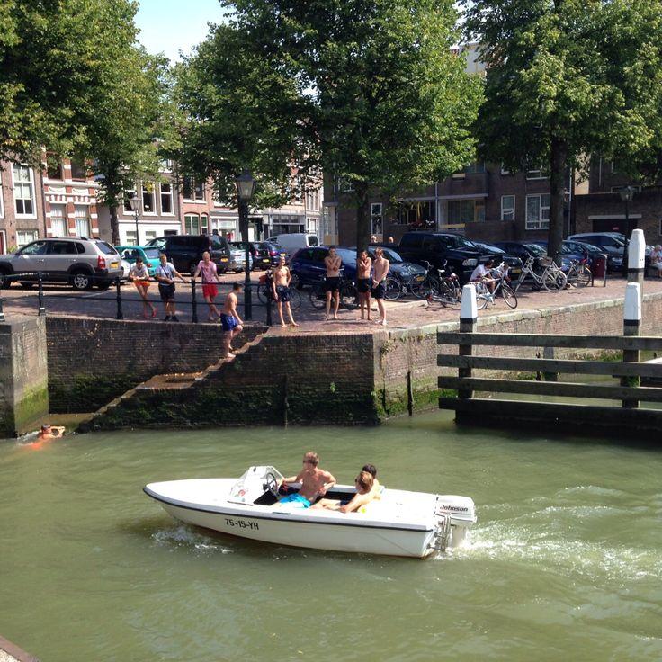 Waterrecreatie in de Nieuwe Haven bij de Roobrug/Aardappelmarkt (Foto: Jarko De Witte van Leeuwen) Weten hoe wij omgaan met water? Volg ons op Facebook: onswaterindordrecht www.onswaterindordrecht.nl