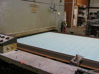 La tela se introduce en el secador.