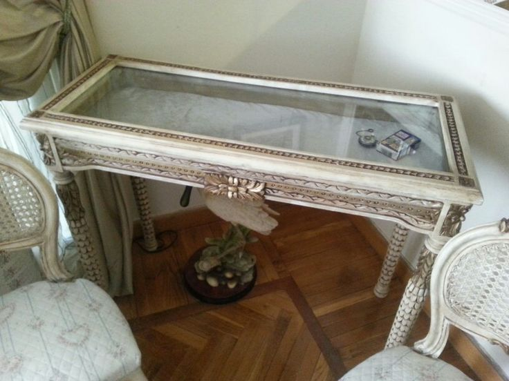 Coin table , display table, show table, French furniture, vintage and shabby
