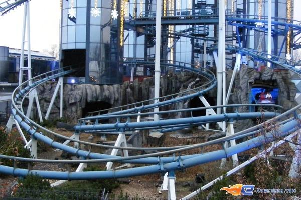 7/13 | Photo du Roller Coaster Euro Mir situé à @Europa-Park (Rust) (Allemagne). Plus d'information sur notre site http://www.e-coasters.com !! Tous les meilleurs Parcs d'Attractions sur un seul site web !! Découvrez également notre vidéo embarquée à cette adresse : http://youtu.be/wEM_IozURDg