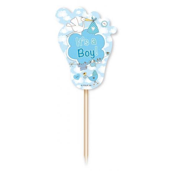 Deze blauwe cocktailprikkers voor de geboorte van een jongen hebben totale hoogte van ca. 8,5 cm. Het kartonnen voetje heeft een afmeting van ca. 3 x 4,5 cm en is bedrukt met de tekst Its a boy en o.a. ooievaars. Dubbelzijdig bedrukt.