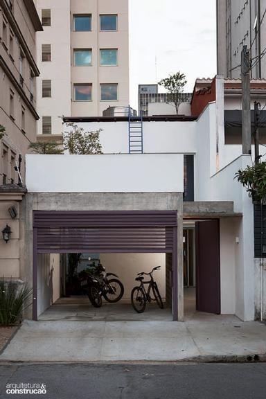 Revista Arquitetura e Construção - Casa estreita na cidade
