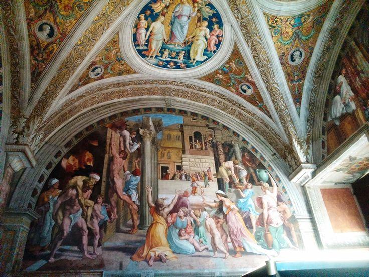 Знаменитые расписные потолки в Музеях Ватикана в Риме