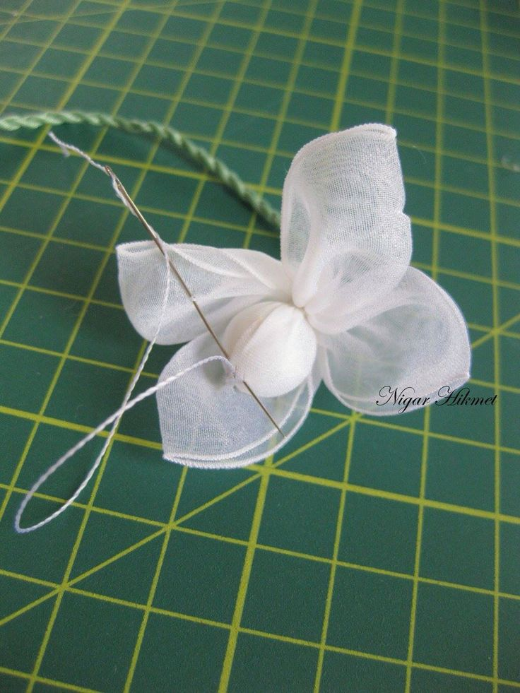 Make a ribbon flowers with Nigar Hikmet