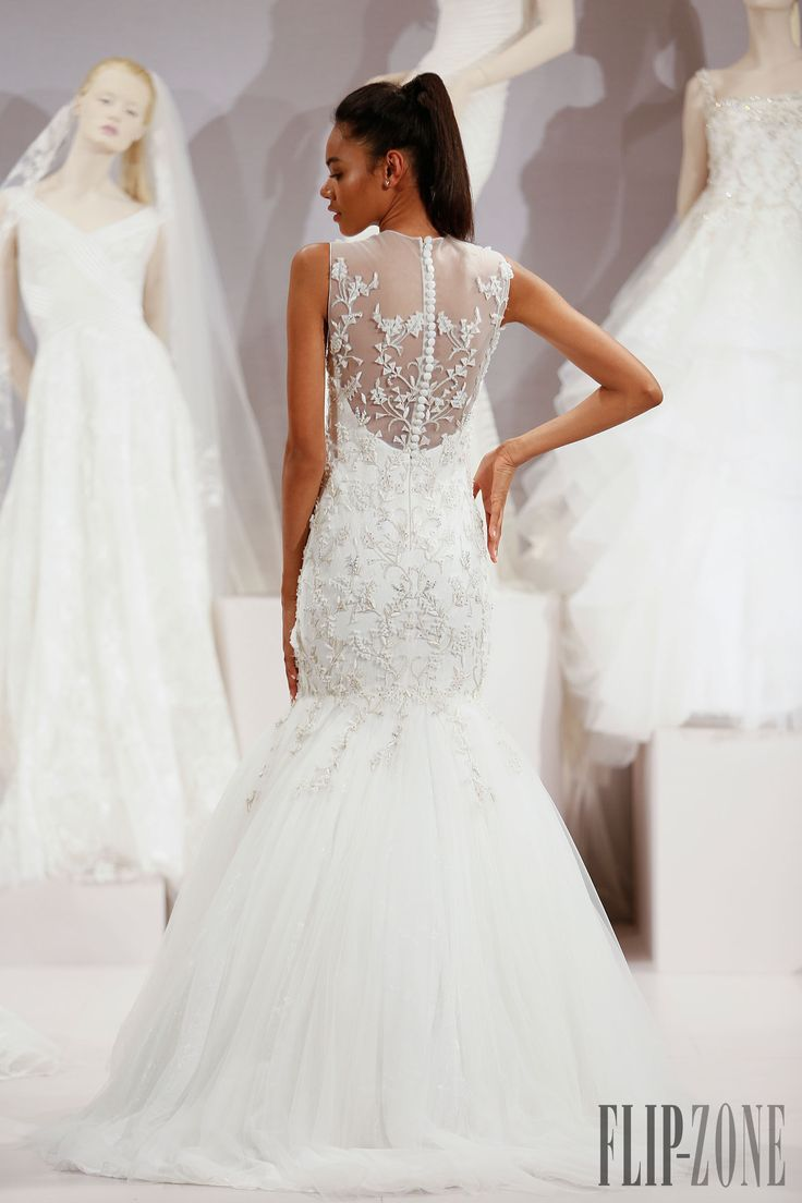 トニー・ウォード [Tony Ward] 2016コレクション - ウェディングドレス - http://ja.flip-zone.com/fashion/bridal/the-bride/tony-ward-5598