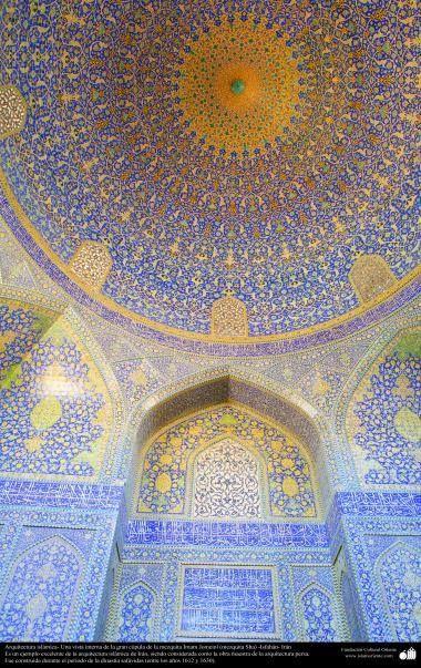 Arquitectura islámica- Una vista interna de la gran cúpula de la mezquita Imam #Jomeini (mezquita Sha) -Isfahán- 66 #IslamOriente Imagen en alta amplitud:http://ift.tt/2eFMSA1