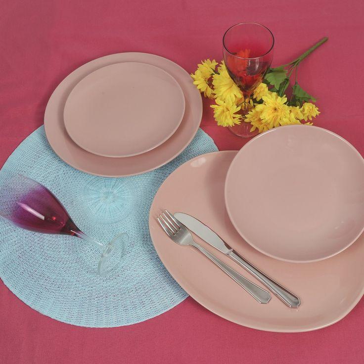 Λαμπερά , ζωντανά χρώματα που ταιριάζουν σε όλες τις κουζίνες και σε όλες τις ηλικίες. Εύκολα στη χρήση, αφού όλα πλένονται στο πλυντήριο πιάτων και προπάντων δίνουν χρώμα στην κουζίνα σας και στο τραπέζι σας. Το σετ περιλαμβάνει 6 ρηχά πιάτα 26 εκατοστών σε ροζ χρώμα, 6 πιάτα φρούτου 21 εκατοστών ροζ, 6 βαθιά πιάτα 21 εκατοστών ροζ, 1 σαλατιέρα 19 εκατοστών , 1 πιστέλα οβάλ 31.2 εκατοστών σε ροζ χρώμα και 6 ποτήρια κολονάτα για νερό ή κρασί σε φούξια χρώμα