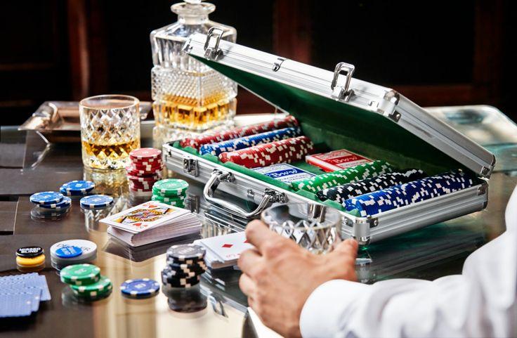 Zestaw do gry w pokera na męski wieczór: http://bit.ly/16vhnjH #tchibo #tchibopolska #poker #zestawdogrywpokera #męskiwieczór #prezentdlamężczyzny #prezent #gra #xmas