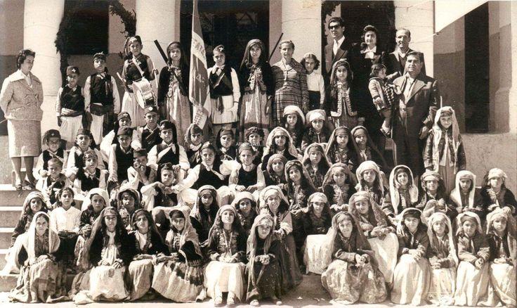 Αρχάγγελος Ρόδου Εορτασμός της επετείου της 25ης Μαρτίου το 1952 Από την σελίδα Ποντωρεων Δρώμενα-Αρχάγγελος Ρόδου.