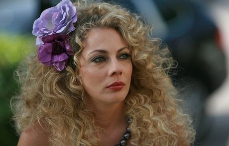 Οι κορυφαίοι γυναικείοι κωμικοί ρόλοι των ελληνικών σήριαλ - COSMO