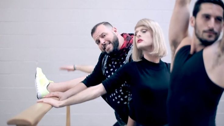 "Daniel Franzese, Adrian Anchondo Spoof Taylor Swfit's ""Shake It Off"" For Thanksgiving With ""Shake And Bake"": WATCH"