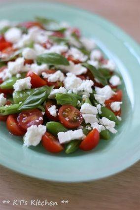 スナップエンドウとトマト、フェタのサラダ|レシピブログ