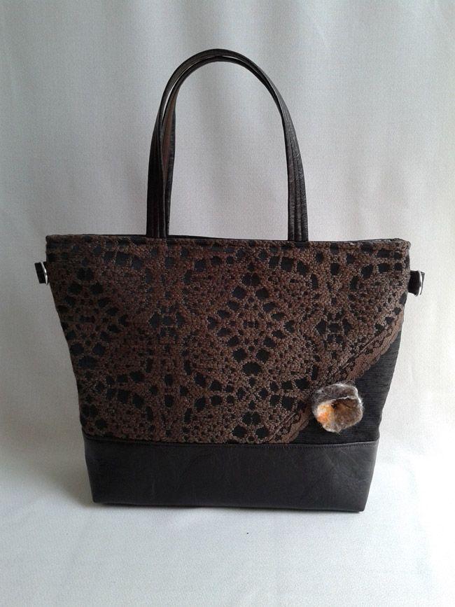 Szereted a csokit? Akkor ez a táska neked való! Többféle barna árnyalattal, textilbőr és vastag csipke mintás szövet kombinációjával készült. Base-bag #női #táska
