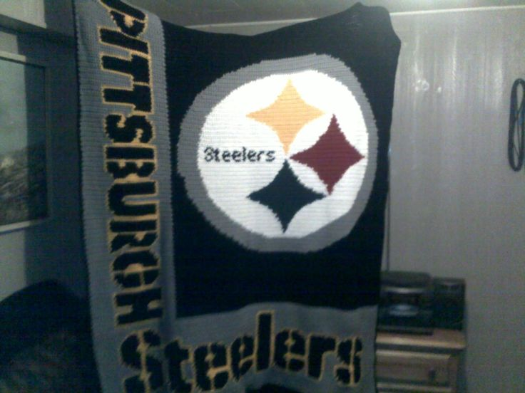 Crocheting and life in general: Steeler's Blanket done