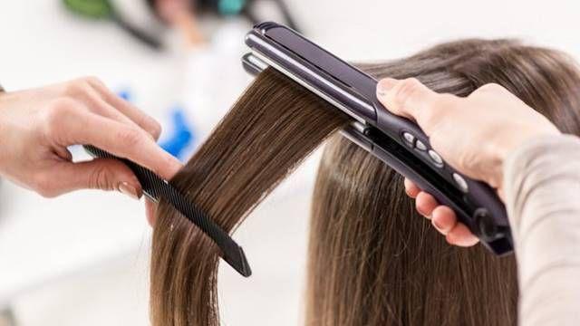 Come usare la piastra per capelli senza rovinarli: i consigli dei professionisti