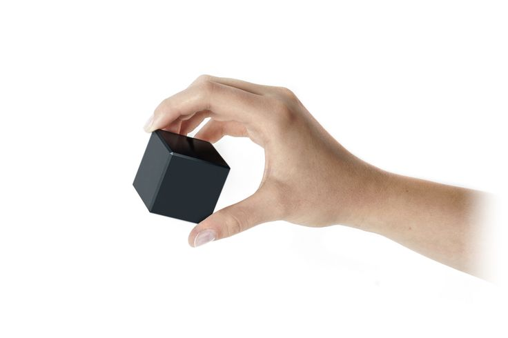 Mem.Cube sense your hand and prepare the device for gesture recognition. Accurate accelerometer combined with gyroscope and magnetometer detects differences between 2D and 3D gestures. memcube.com