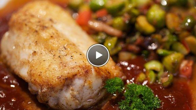 Ikan ritja ritja (vis in tomatensaus) met gefruite spruitjes met spek - Recept | 24Kitchen