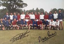 RARE ENGLAND 1966 WORLD CUP SQUAD PHOTO SIGNED GEOFF HURST MARTIN PETERS