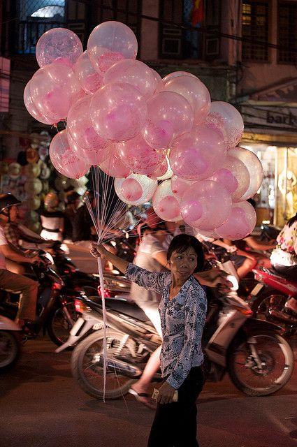 Balloon seller in Hanoi #hanoivietnam