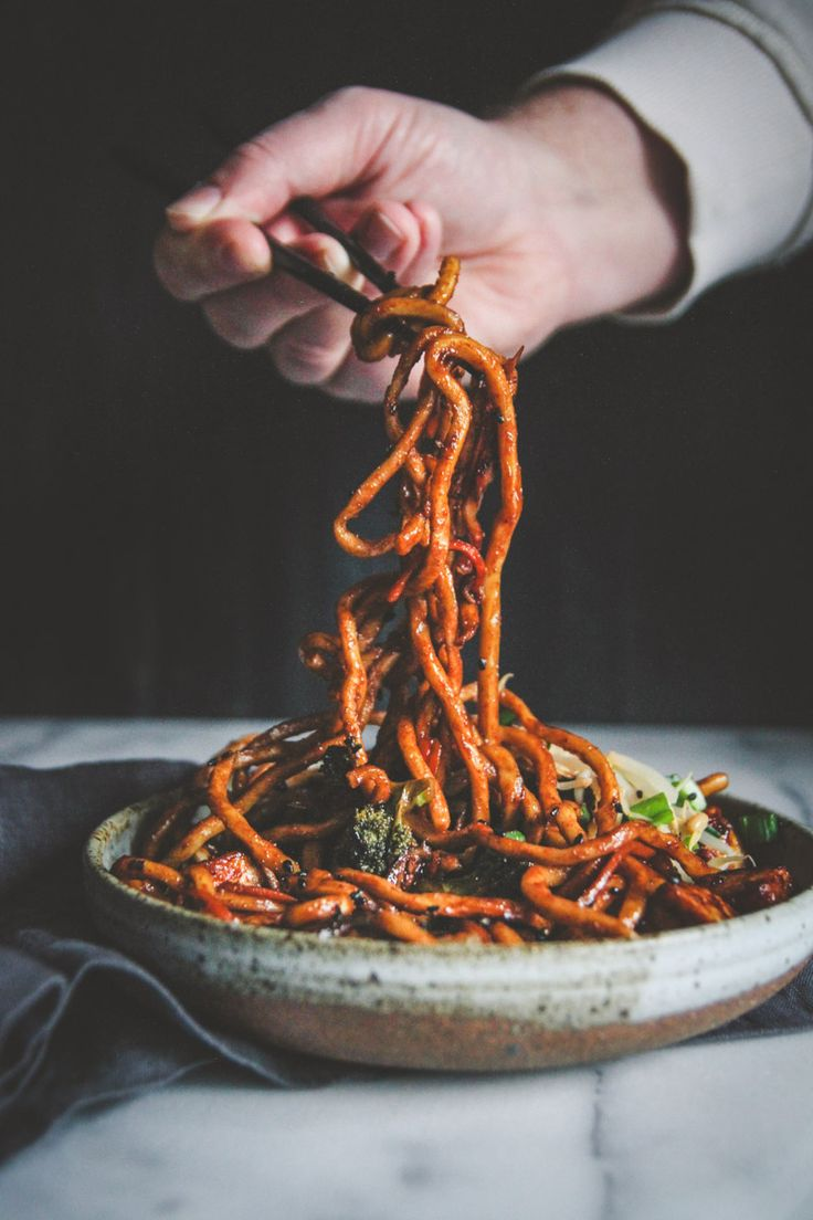 Vegetarian Japanese pan noodles are the perfect Meatless Monday recipe that the whole family will be clamoring for. Udon noodles are cooked in a sauce that coats and caramelizes the noodles and goes perfectly with shiitake mushrooms, broccoli and carrots for the most delicious bite after bite! Made with @nasoya tofu